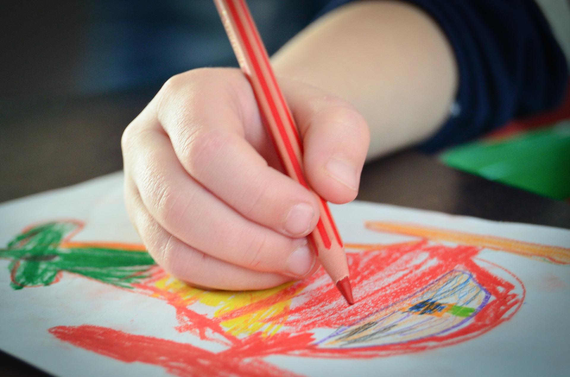 Resultado de imagen para niño dibujando