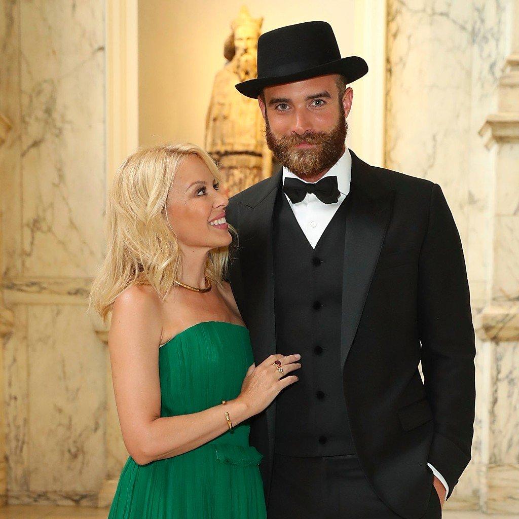 Kylie Minogue y su novio 6