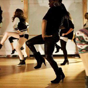 Mujeres practicando heel cardio