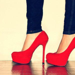 Zapatos con taco rojo