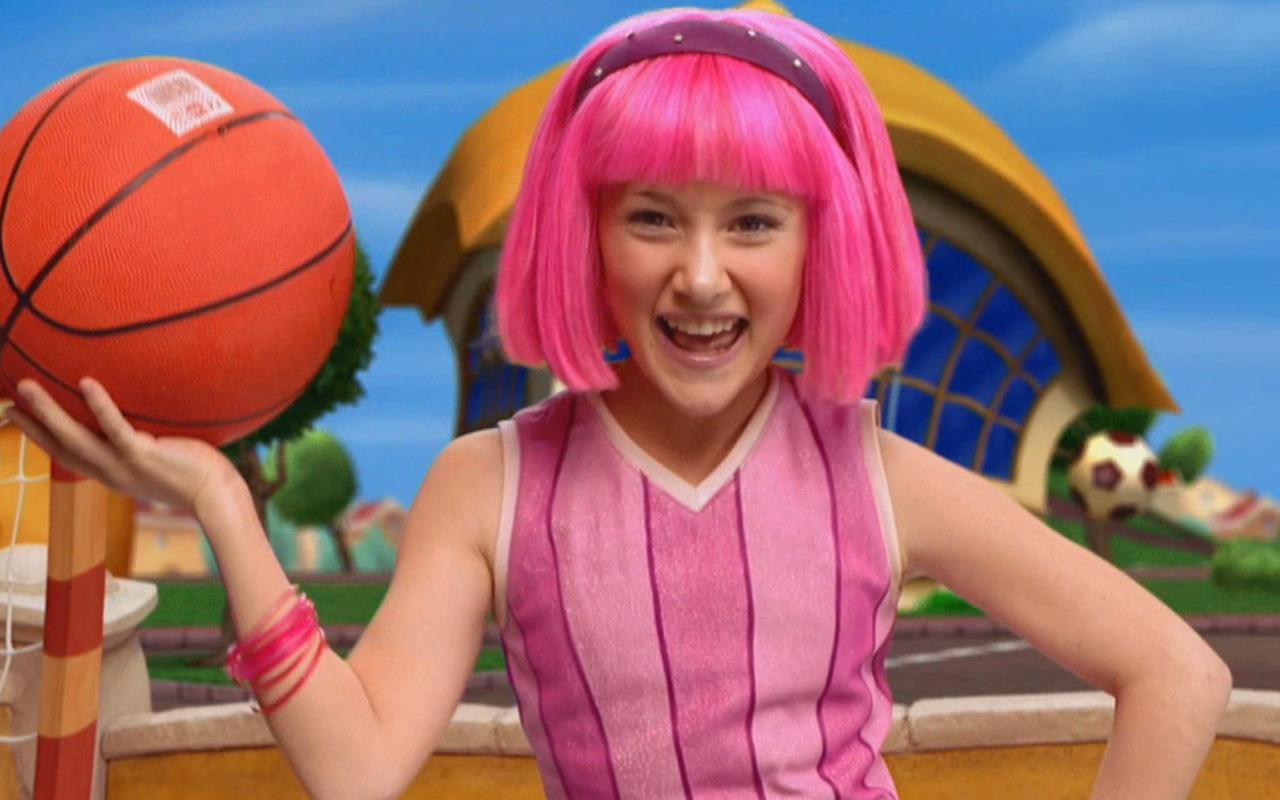 A sus 26 aos as luce la adorable Stephanie de Lazy Town