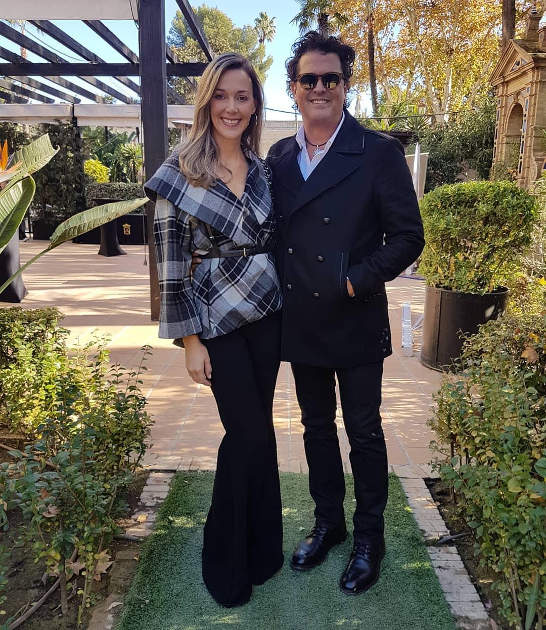 Carlos Vives y su esposa