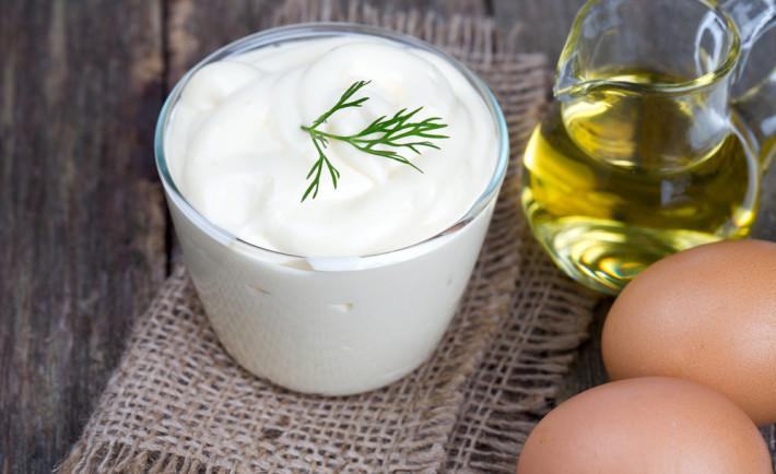 aceite de oliva y mayonesa para reparar el pelo