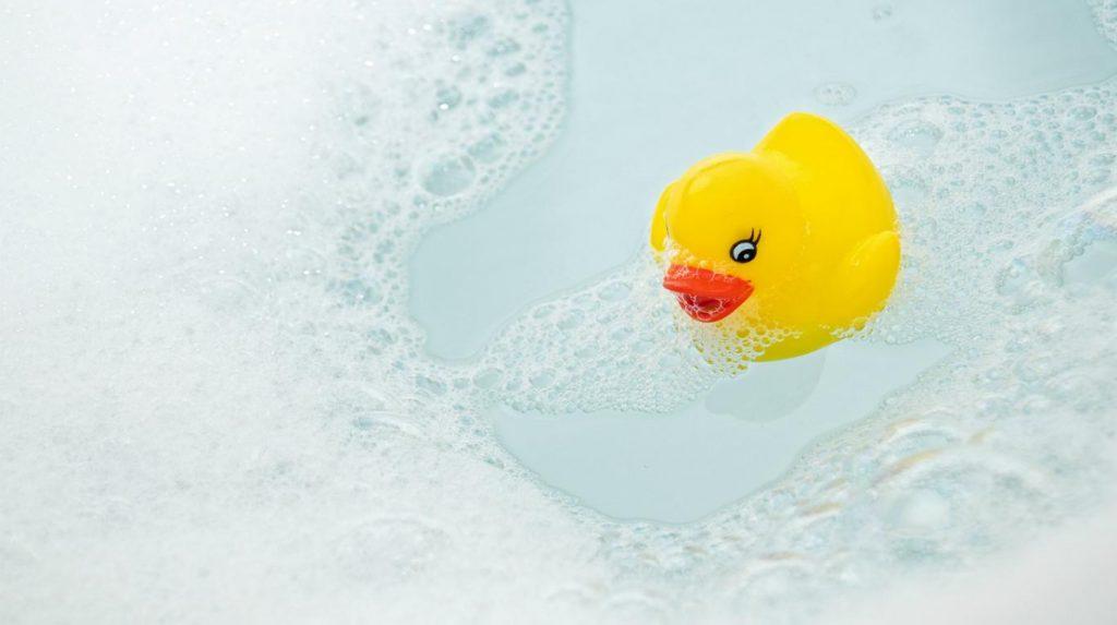 Patito feo los g rmenes de los patos de goma que usas en el ba o - Patitos de goma para el bano ...