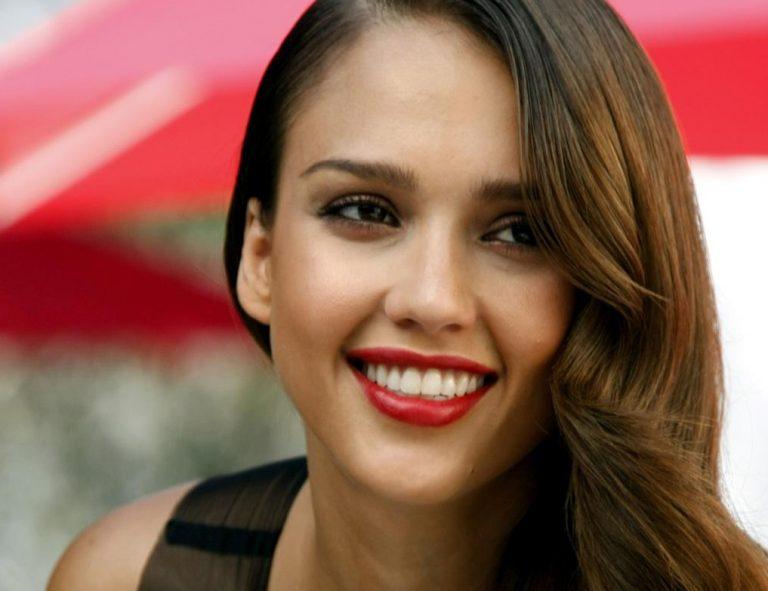 El desfigurado rostro de Jessica Alba que impacta en Internet