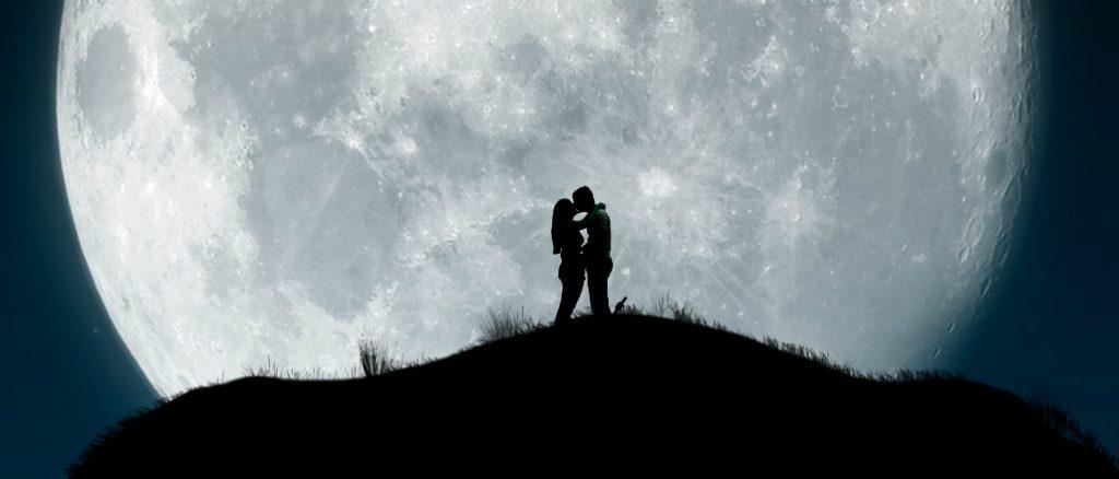 Resultado de imagen para pareja en la luna