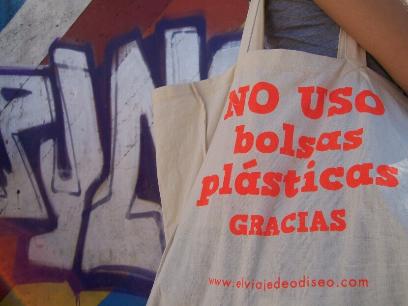 eab69eece ... pretende que ningún cliente sea sorprendido por la medida que pone a  Chile como el primer país de Latinoamérica que elimina las bolsas plásticas  del ...