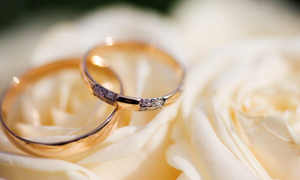 5a54c55d3253 5 alternativas a las clásicas argollas de matrimonio