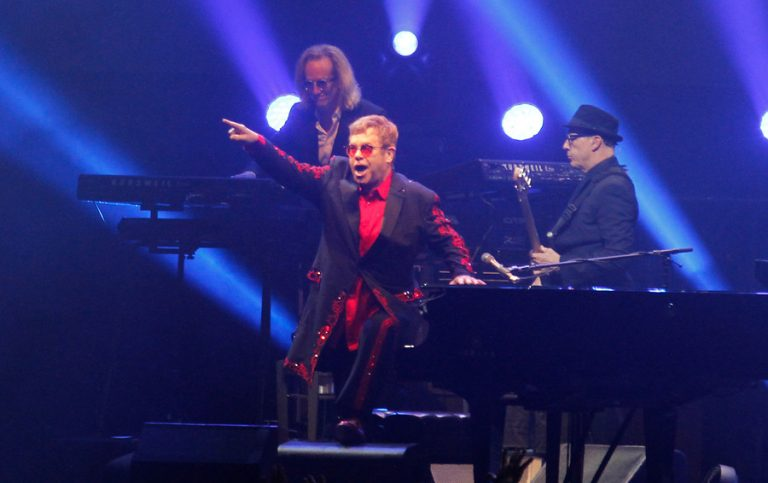 Elton John contrajo infección bacterial en Chile