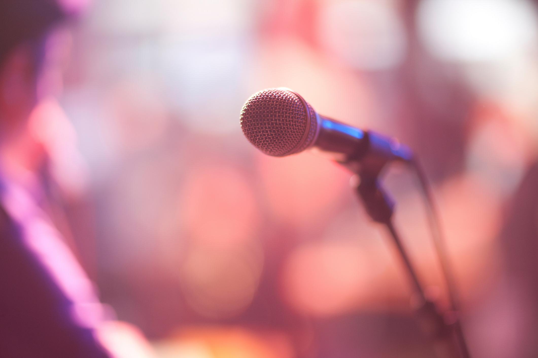 Cantante muere electrocutada durante concierto