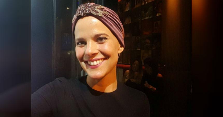 Javiera Suárez muestra su nueva imagen con el crecimiento de su pelo