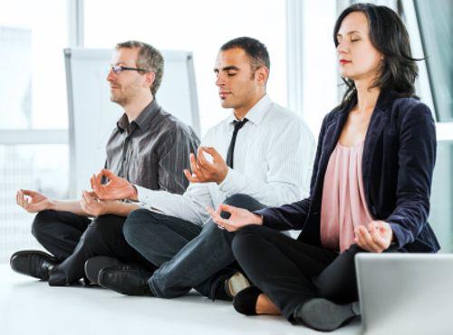 Descubre los increíbles beneficios de meditar en el trabajo