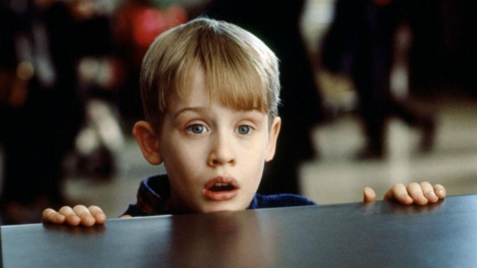 """Así luce el hermano mayor de """"Mi pobre angelito"""" a 27 años del estreno de la cinta"""