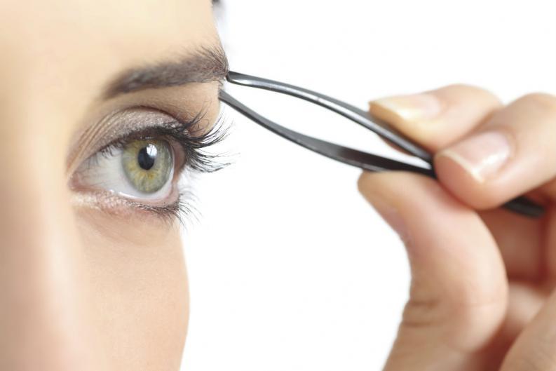 Estos son los errores que se cometen al depilar las cejas.