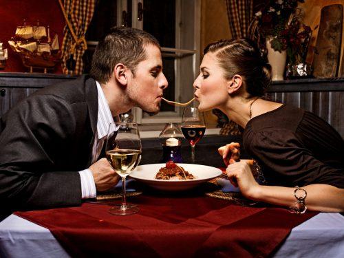Cena romántica pareja