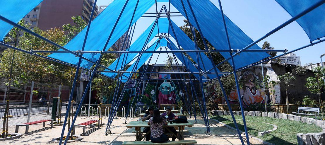 Plaza de bolsillo Lira con Santa Isabel