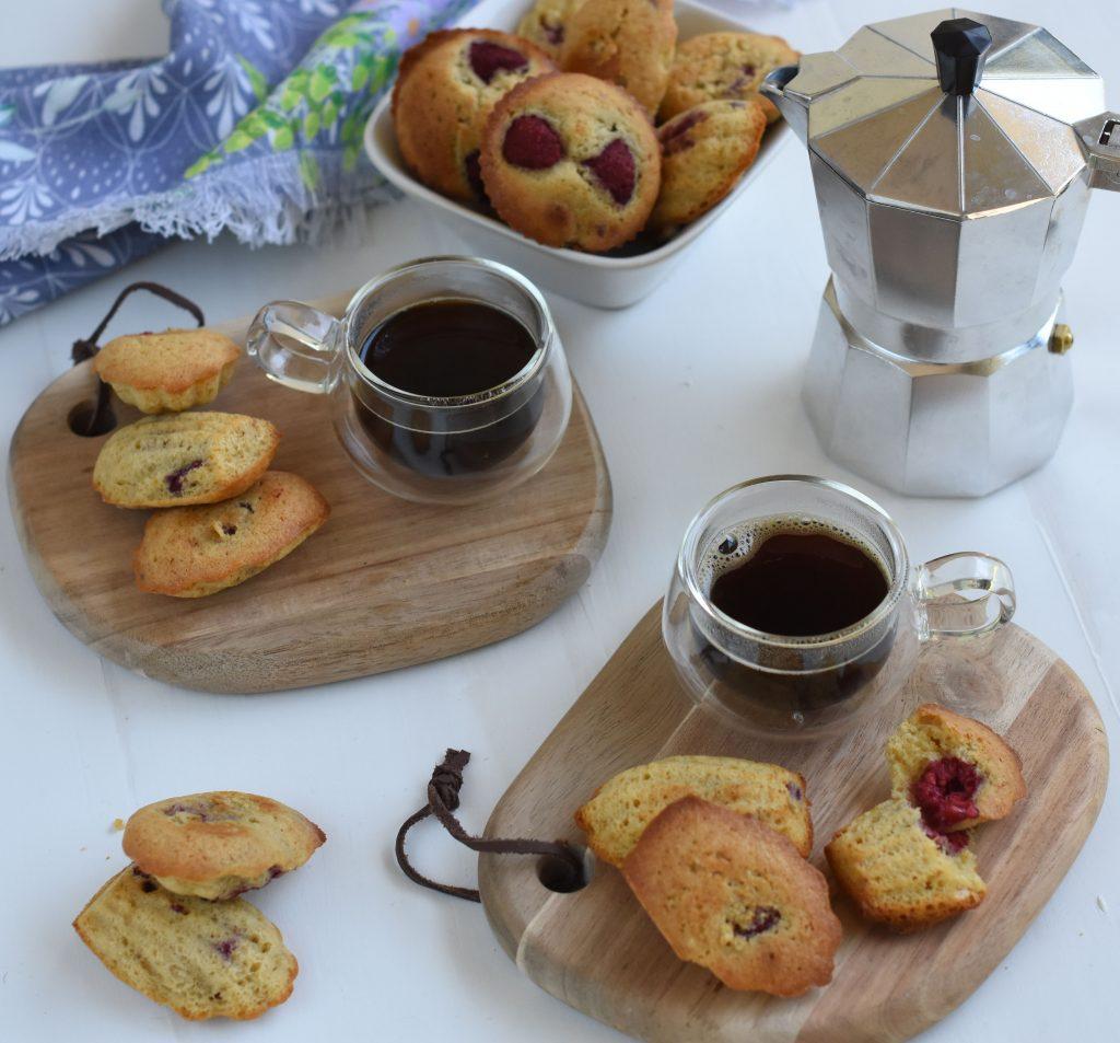 Magdalenas de frambuesa y té