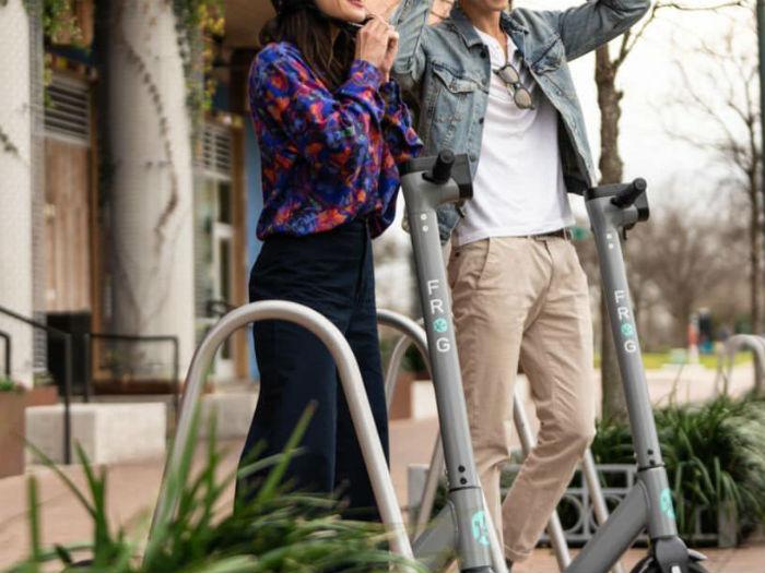 Chile: Usuarios se llevan scooters eléctricos a sus casas tras lanzamiento