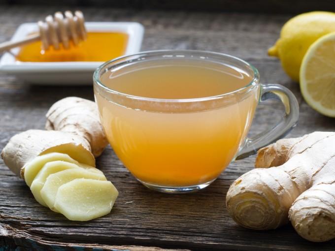 bebida de limón, ajo, jengibre y miel