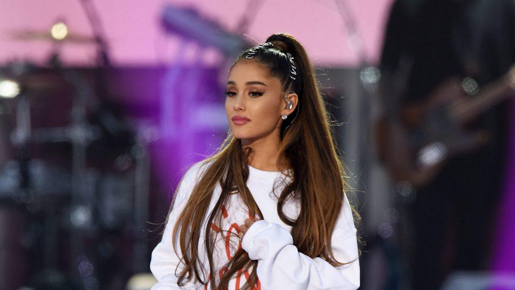 Ariana Grande sorprendió con anunció del lanzamiento de nuevo disco