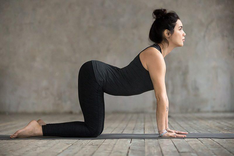 postura de yoga util para el dolor de espalda