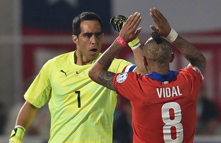 Chile derrota 2-0 a Perú en su primer triunfo por las Eliminatorias