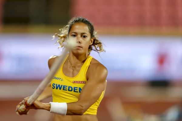 Angelica Bengtsson rompe su pértiga y después rompe récord nacional