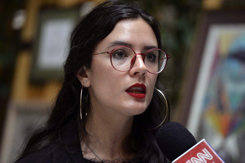 Camila Vallejo desmiente panfleto entregado a vecinos de La Florida - FMDOS