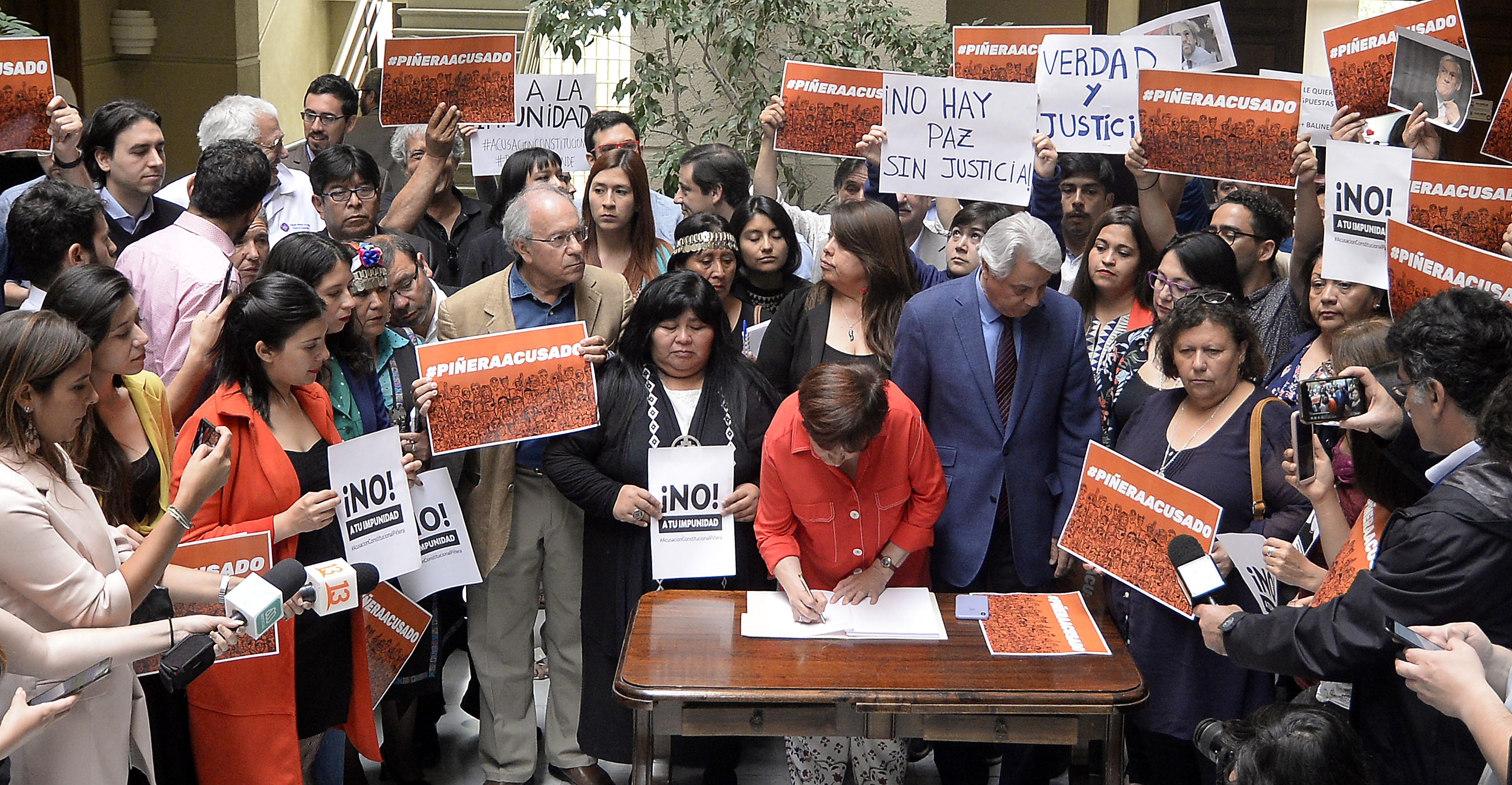 Diputados de oposición presentan acusación constitucional contra Piñera