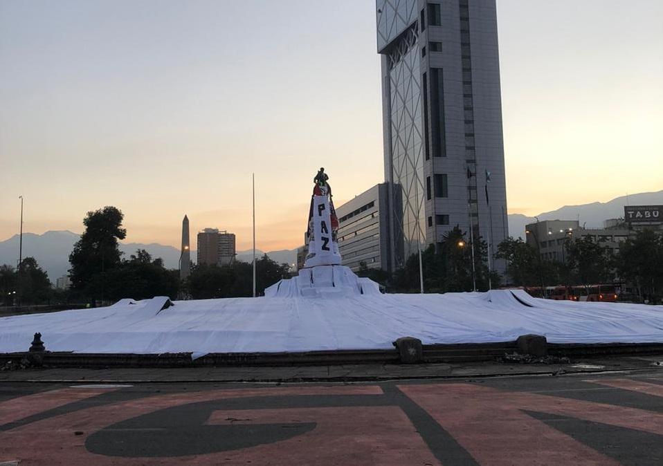 Carabineros anuncia sumario administrativo por muerte de manifestante en Plaza Italia