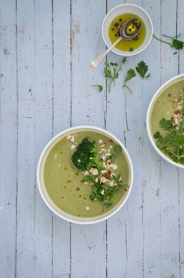 una rica sopa de brocoli