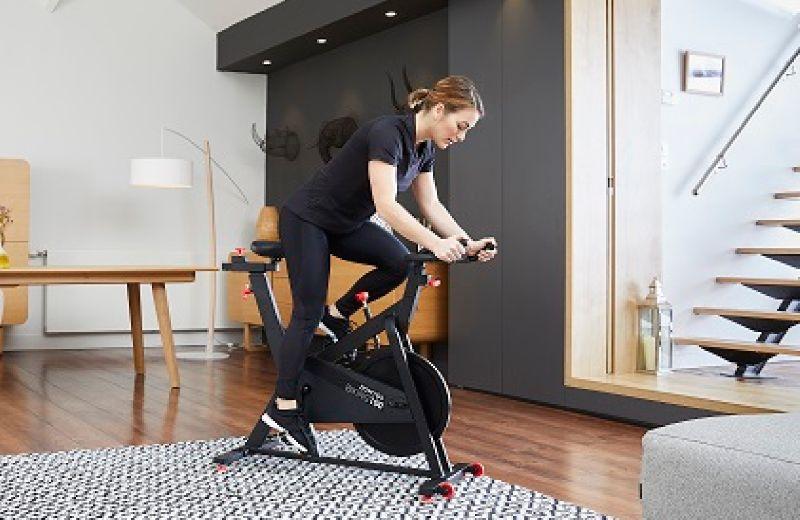 bici en casa para rutina de ejercicios