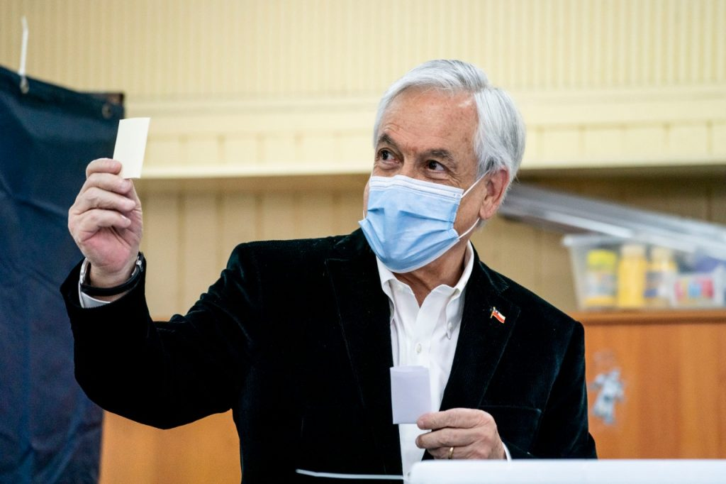 El presidente Piñera votó y pidió que
