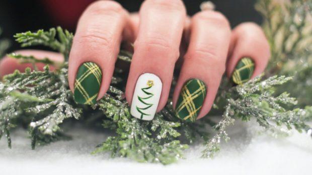 Comienza a prepararte con esta manicure navideña.