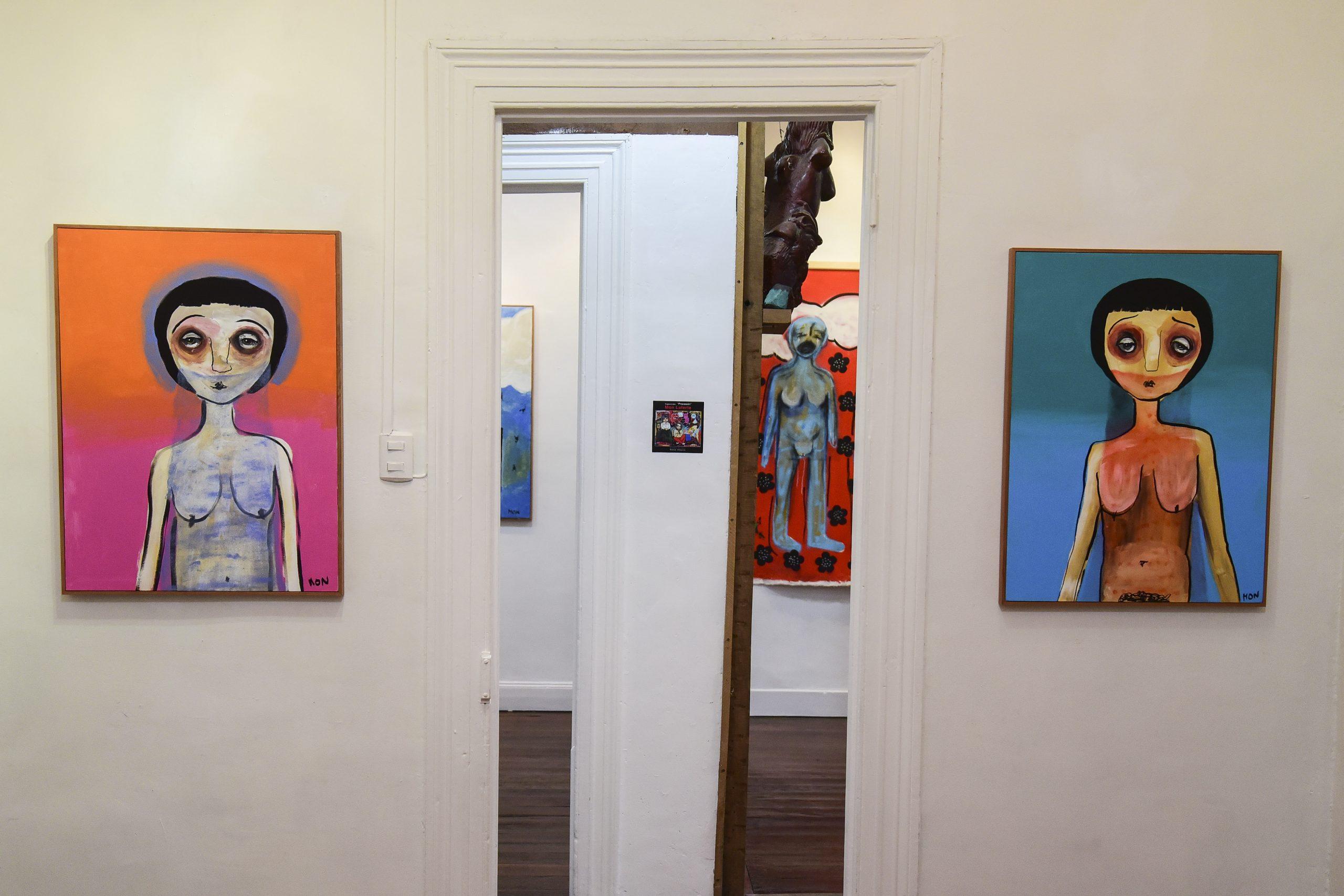 Exposición Mon Laferte 2 pinturas