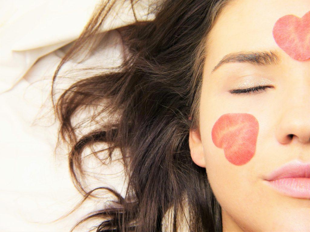 estos ejercicios faciales te ayudaran con la papada y ojeras