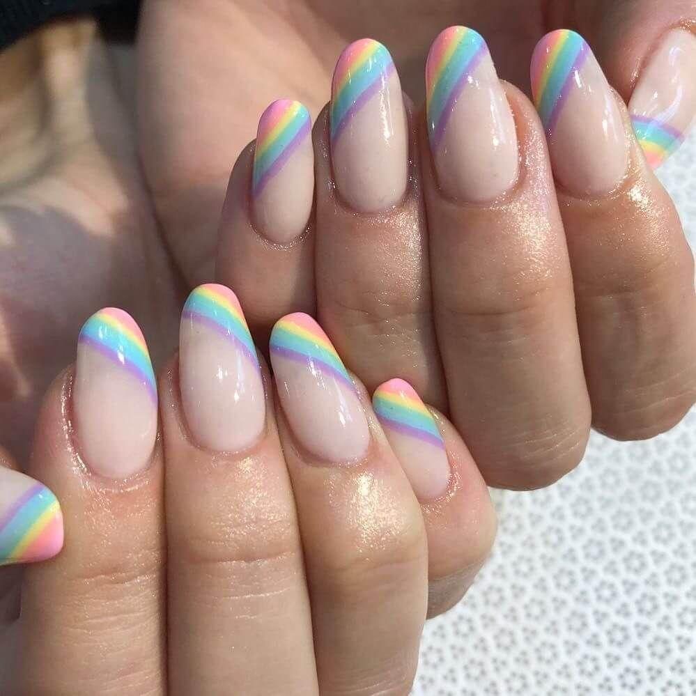 El arcoíris llega a la manicure francesa.