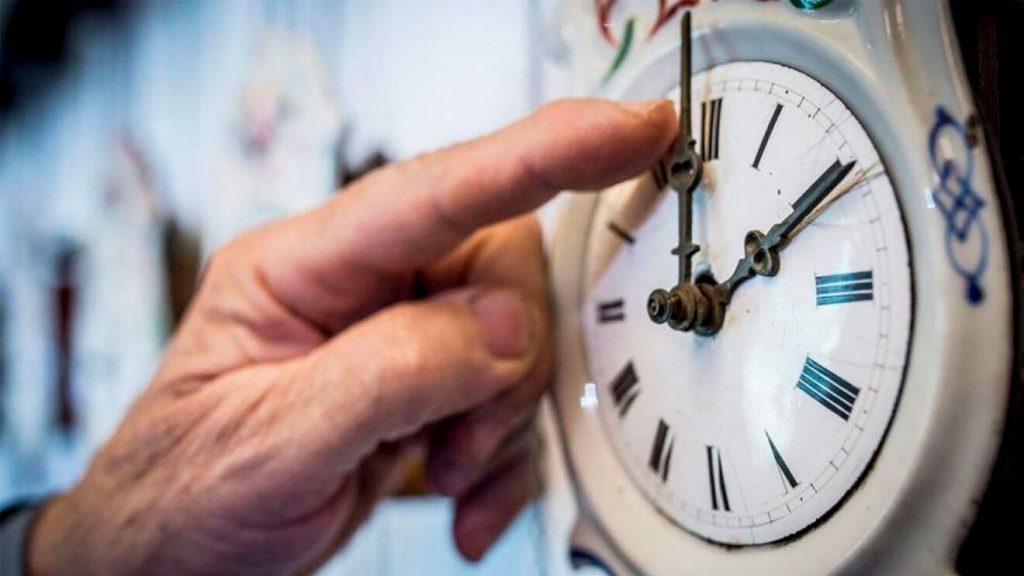 Horario de invierno 2021: ¿Se adelanta o se atrasa la hora?