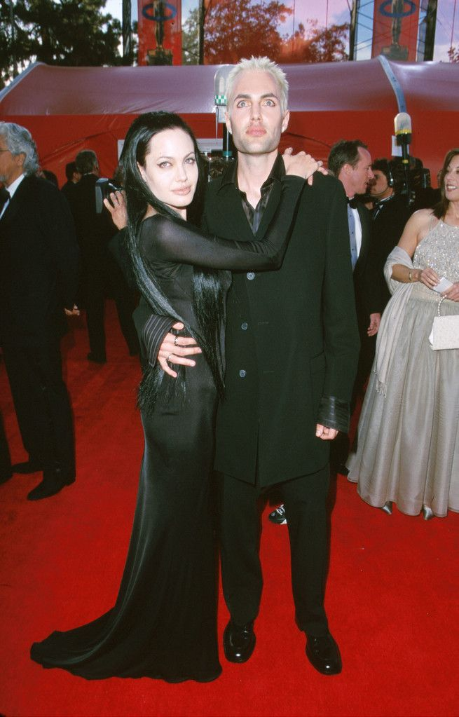 Angelina Jolie y hermano alfombra roja Oscars
