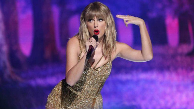 "Taylor Swift rompe récord que tenía The Beatles con su disco ""Fearless"""