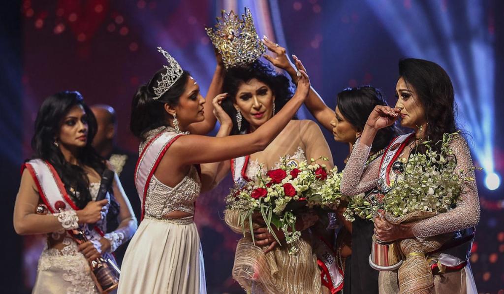 Concurso de belleza: ¡Le arrebataron la corona a la ganadora!