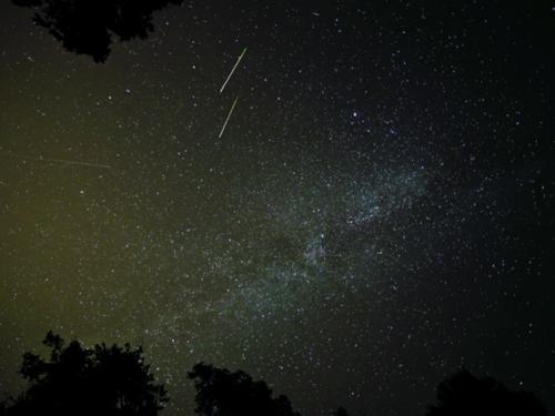 """De qué se trata el fenómeno y cuándo ver la lluvia de estrellas """"Líridas"""""""