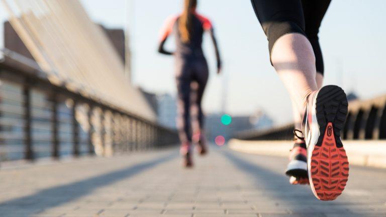 ¡Tres ejercicios que te harán perder 800 calorías en sólo una hora!