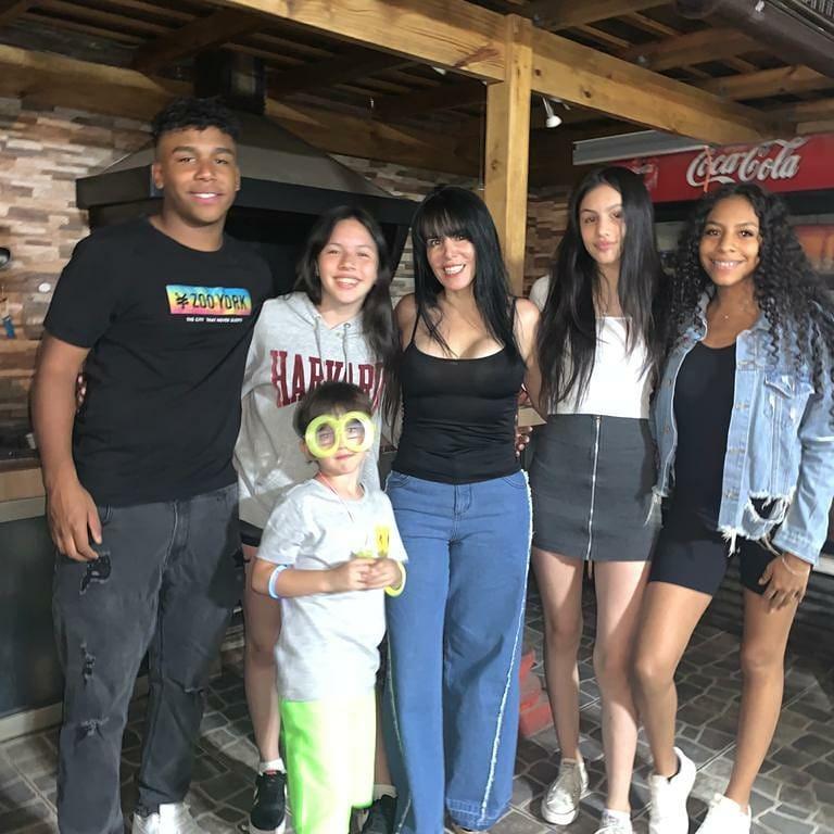 Anita Y Sus Hijos En Chile
