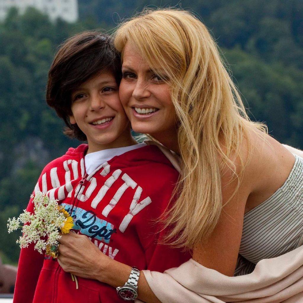 Cecilia Y Su Hijo