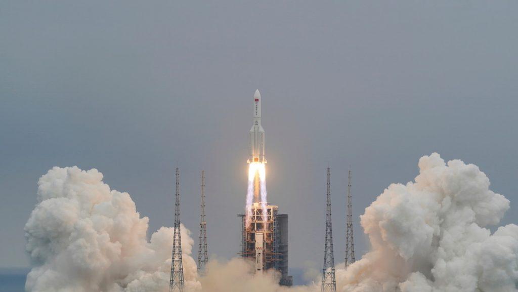 Cohete Chino: Astrónoma explicó las probabilidades de que caiga en Chile