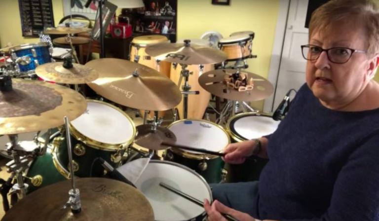 Abuelita muestra su gran talento tocando batería: ¡Se hizo viral en TikTok!