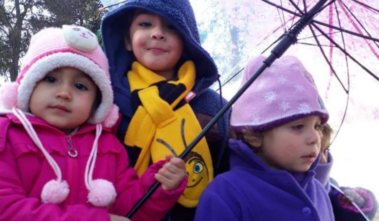 Junji entrega consejos para cuidar a niñas y niños de las bajas temperaturas