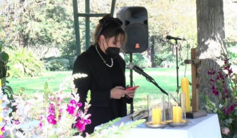 """Kel Calderón en el funeral de su abuela: """"Mi lado de la familia está quebrado y sé que te dolía"""""""