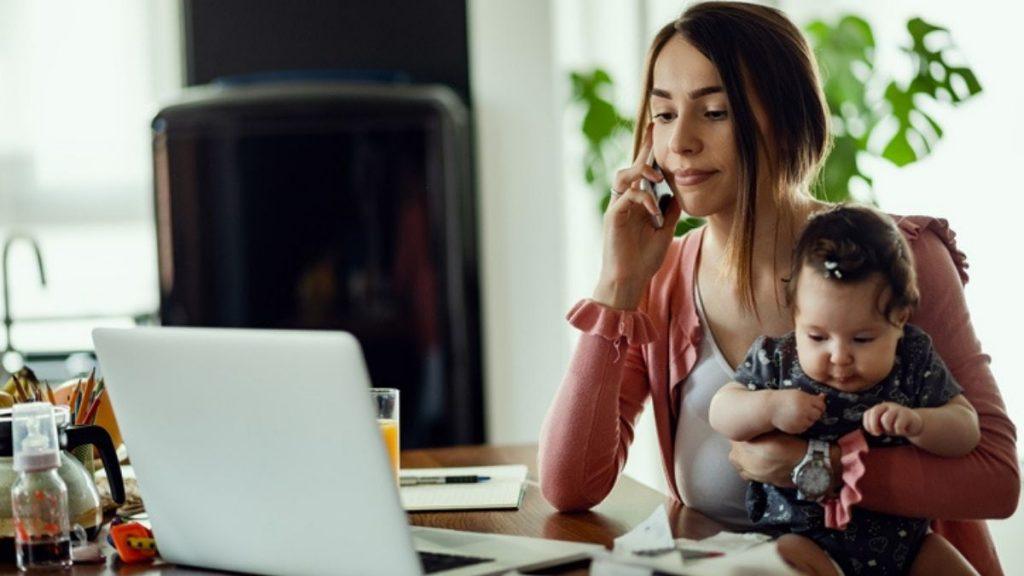Madres se sienten discriminadas: Creen que empresas prefieren contratar mujeres sin hijos